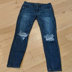 AE - Distressed Tomgirl Jeans